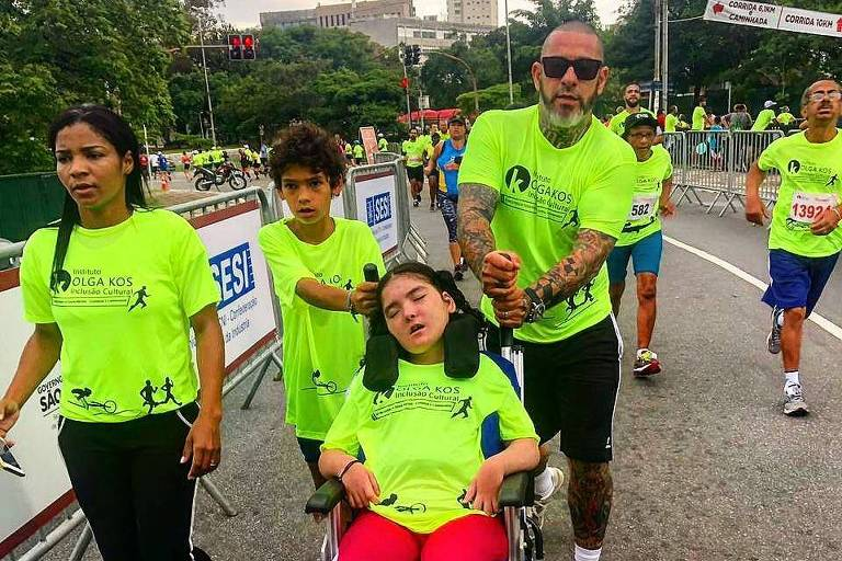 Chef Henrique Fogaça participa com filhos de corrida em prol de pessoas com deficiências