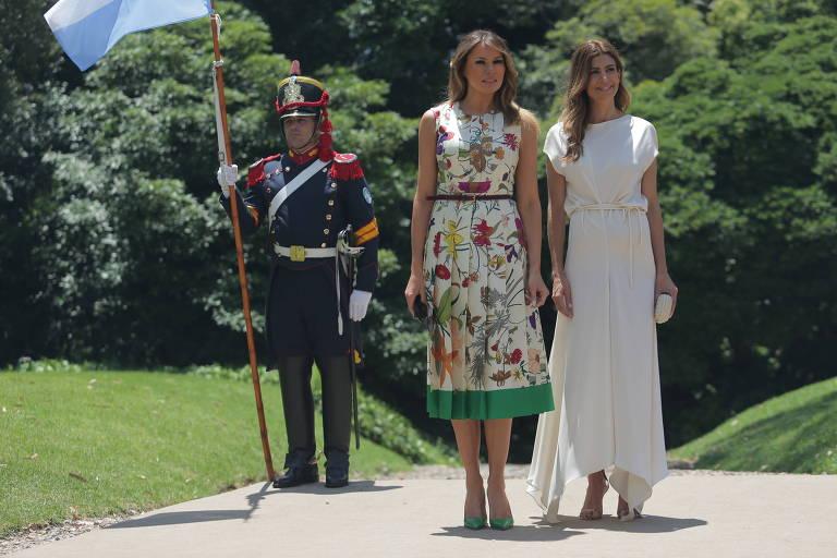 As primeiras-damas dos EUA, Melania Trump, e da Argentina, Juliana Awada, durante evento em Buenos Aires paralelo ao G20