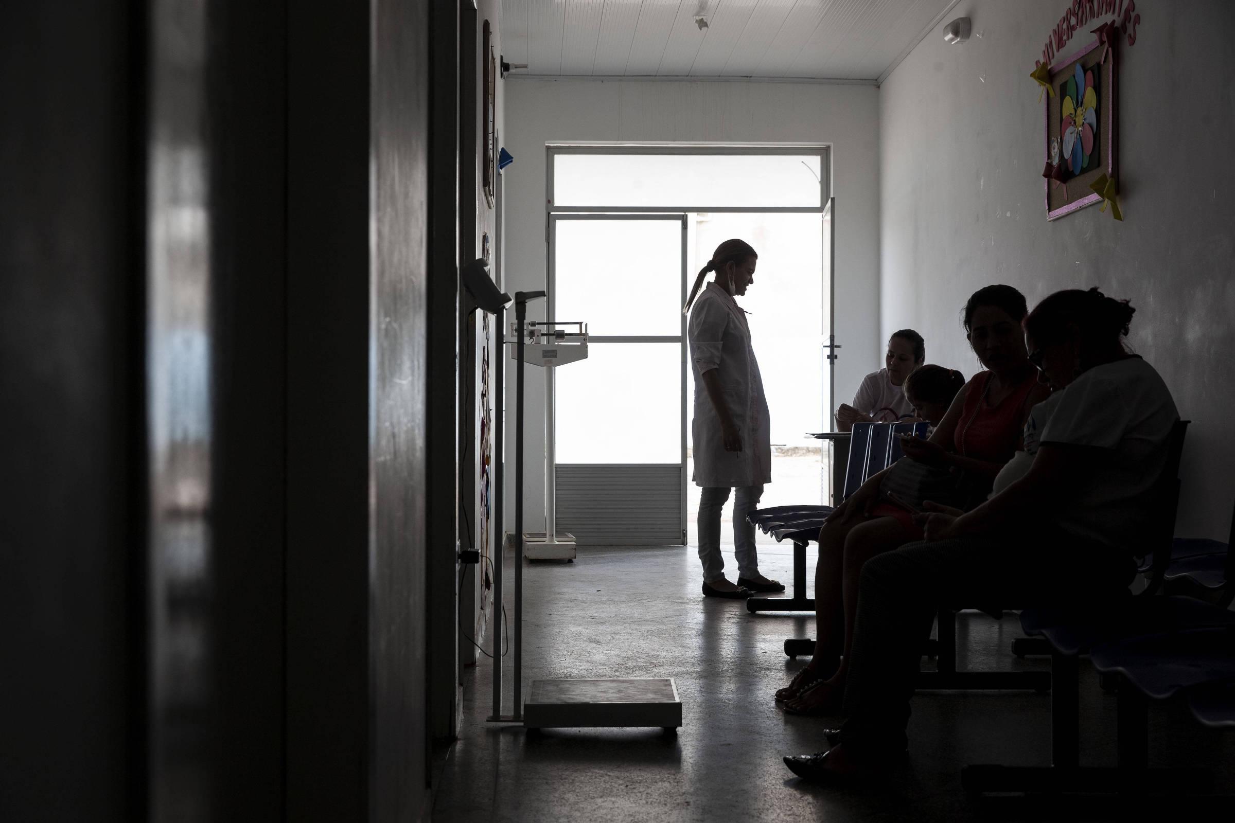 Aposta do Mais Médicos, residência em medicina da família tem 70% das vagas  ociosas - 03 12 2018 - Cotidiano - Folha e78c4dee7e