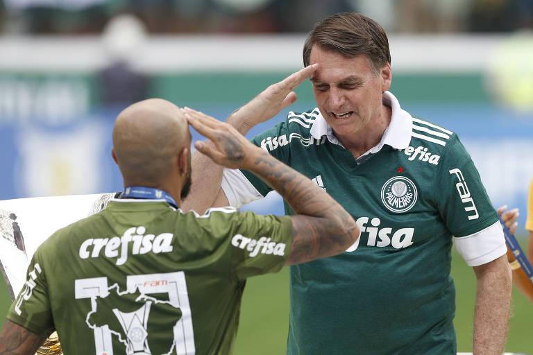 Bolsonaro e Felipe Melo batem continência na celebração do título brasileiro do Palmeiras