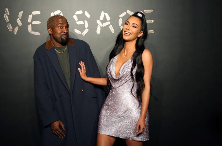 Kanye West e Kim Kardashian em evento da Versace em Nova York