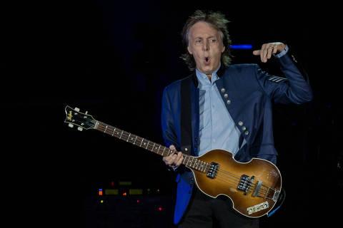 SAO PAULO, SP, BRASIL, 15-10-2017: Show do cantor Paul McCartney, no estadio Allianz Parque, em Sao Paulo. (Foto: Eduardo Anizelli/Folhapress, ILUSTRADA)
