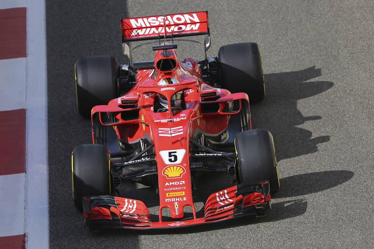 Sebastian Vettel, da Ferrari, durante teste na pista de Abu Dhabi