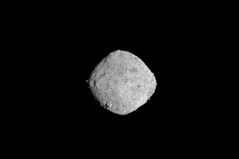 Asteroide Ryugu, fotografado a partir da sonda japonesa Haybusa2