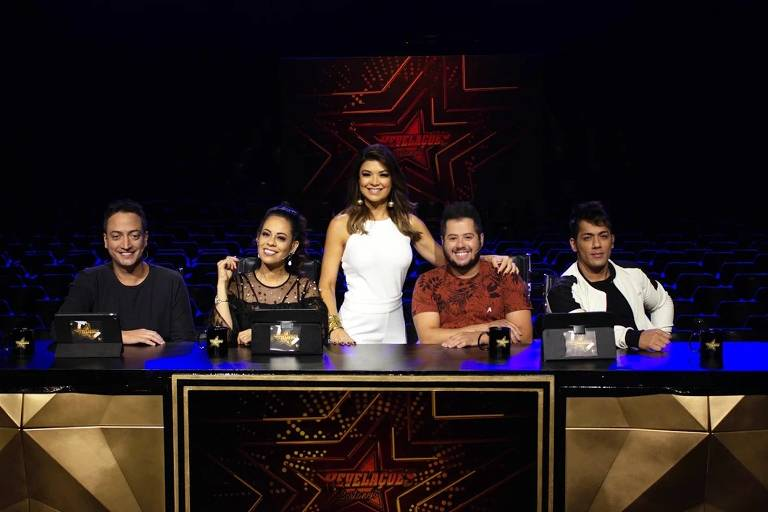 Amanda Françozo com os jurados  Rodrigo Costa, Adriana Sanchez e a dupla Hugo e Thiago