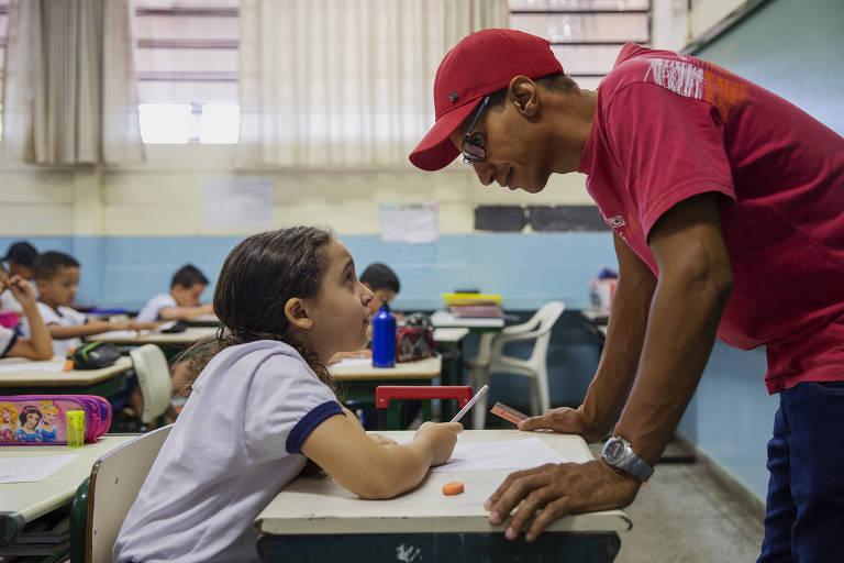 Professor Renato de Almeida Jaques, 37, o quarto a assumir a turma do 2º ano na zona leste