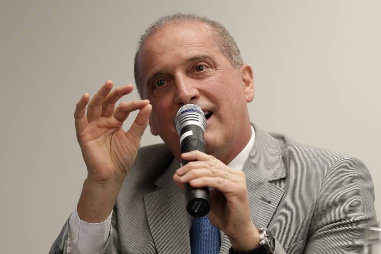 O futuro ministro da Casa Civil, Onyx Lorenzoni, durante o anúncio da estrutura e do organograma dos ministérios do governo Bolsonaro