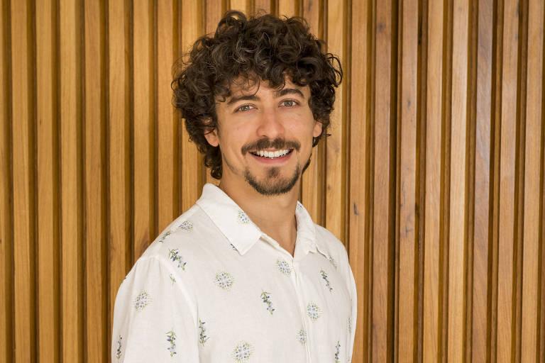 O ator Jesuíta Barbosa, que interpreta o vilão Jerônimo em 'Verão 90'