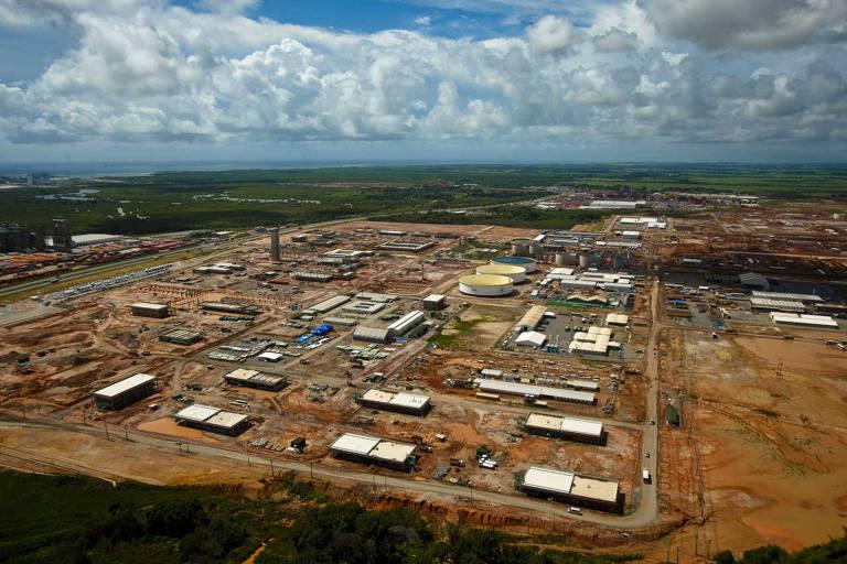 Vista do canteiro de obras da Refinaria Abreu e Lima, no complexo portuario industrial de Suape