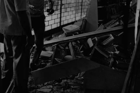 RIO DE JANEIRO, RJ, 07/12/1968 - Bomba de elevado teor explosivo destruiu as instalações e a livraria da agência de anúncios do Correio da Manhã. (Foto: Folhapress)