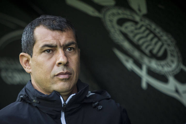 O técnico Fábio Carille, atualmente no Al Wehda, da Arábia Saudita, negocia a sua volta ao Corinthians