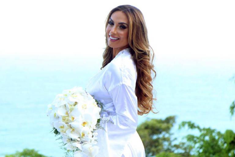 Nicole Bahls e Marcelo Bimbi se casam em cerimônia inspirada na realeza: 'Coração a mil'