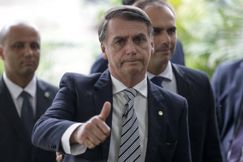 Em reunião com parlamentares, Bolsonaro disse que iam 'bater' em seus filhos