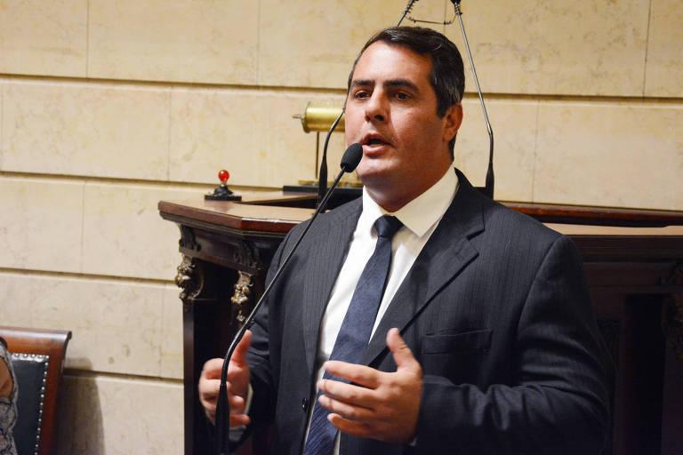 O vereador Marcello Siciliano em discurso na Câmara Municipal do Rio de Janeiro