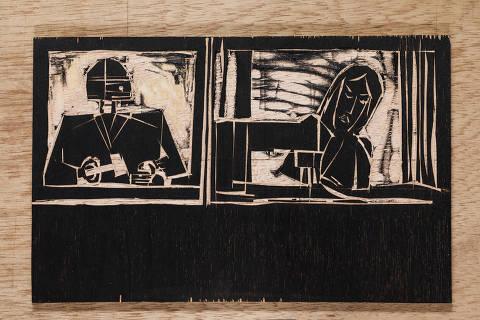 Sao Paulo, SP, BRASIL, 30-11-2018:  Especial  Emprego do Futuro/Futuro do Emprego. Reproducao de matriz em madeira para fazer  xilogravura do artista Fernando Vilela. Juiz Robo e Costureira (Foto: Eduardo Knapp/Folhapress, SUPLEMENTOS).