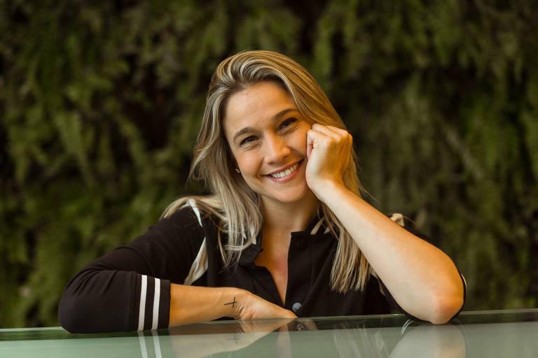 Fernanda Gentil - Oficial
