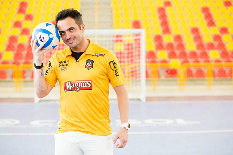 Falcão posa para a foto durante entrevista na Arena Sorocaba antes do primeiro jogo da final da Liga Paulista