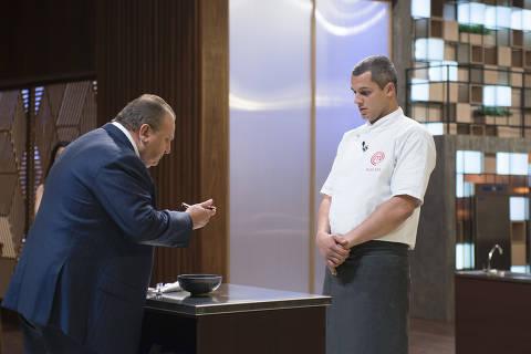 Episódio 04/12: Jacquin experimenta o prato de Rafael.