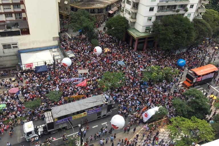 Protesto de servidores em frente à Câmara Municipal contra a reforma da previdência em SP
