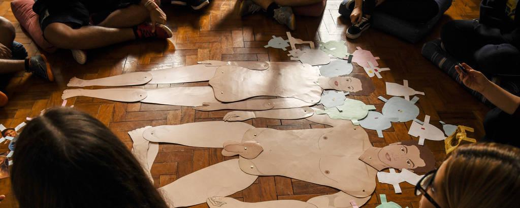 Alunos do Instituto de Educação Beatíssima Virgem Maria, da zona sul de SP, em aula de orientação sexual