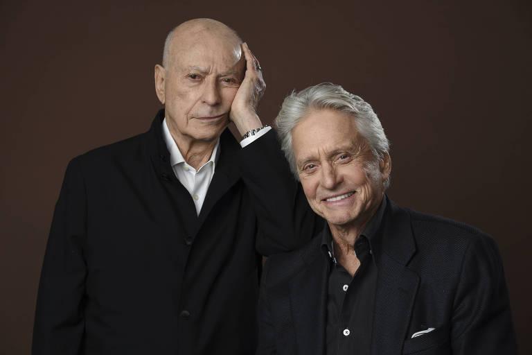 dois homens, um careca e um de cabelo branco