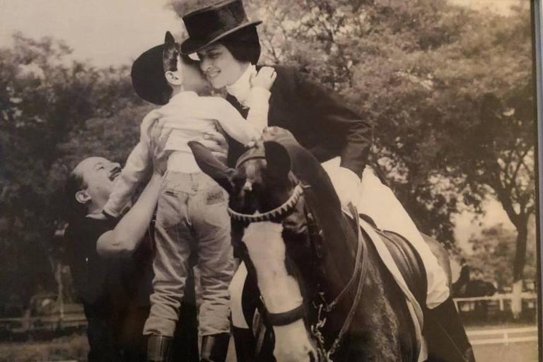 Sylvia Racy com o filho Sylvio e o marido