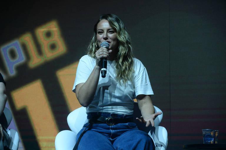 Em painel da Comic Con Experience, Paolla Oliveira fala sobre vilã que dubla em filme de 'Transformers'