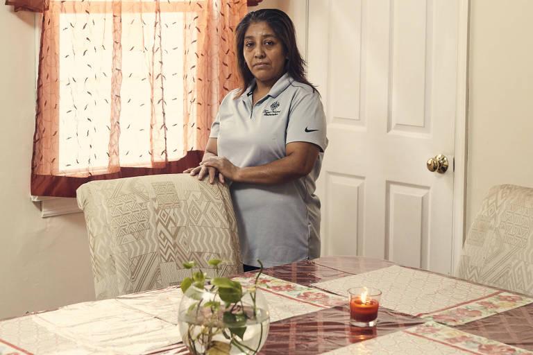 Victorina Morales em sua casa em Bound Brook, Nova Jersey; nascida na Guatemala, ela entrou ilegalmente nos EUA em 1999
