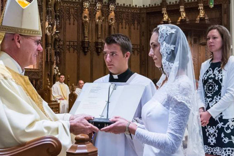 Jessica Hayes é uma das mais de 4.000 mulheres católicas em todo o mundo que têm empregos comuns e vida social, mas que optam por viver em castidade até o fim da vida em sinal de comprometimento com Deus