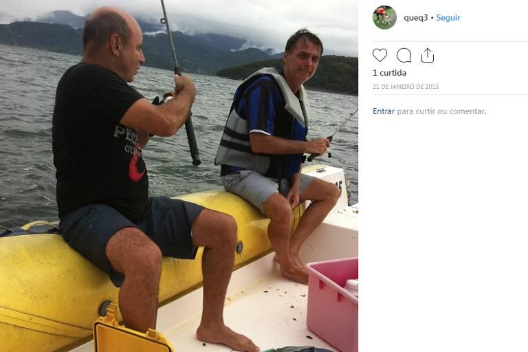 O ex-assessor parlamentar e policial militar Fabrício José Carlos de Queiroz em foto ao lado de Jair Bolsonaro. A imagem foi publicada no Instagram do ex-auxiliar em 21 de janeiro de 2013