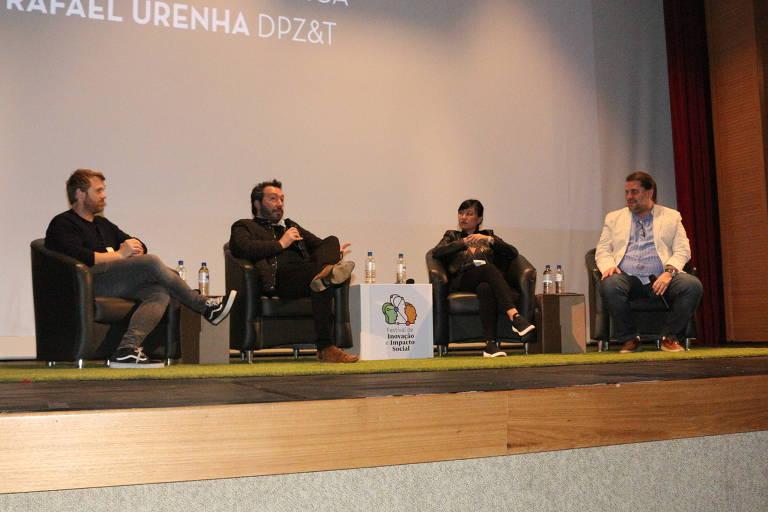 Da esq. p/dir.: Adriano Alacron, da DM9DDB, Rafael Urenha, da DPZ&T, Cintia Hachiya, da África, e Marcelo Alonso, da Lunedi, em painel no Fiis