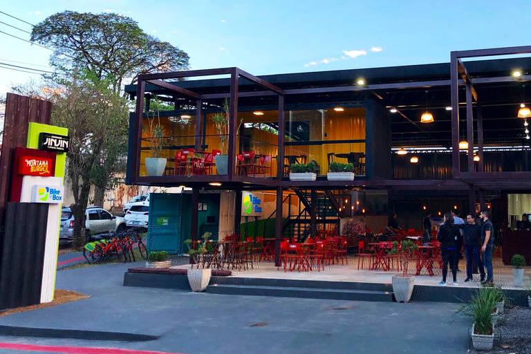 Loja da rede de restaurantes Jin Jin baseada em contêiner, em Londrina, no Paraná
