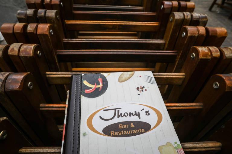 O Jhony's Bar da esquina das ruas Canuto do Val e Aureliano Coutinho foi a primeira de suas unidades