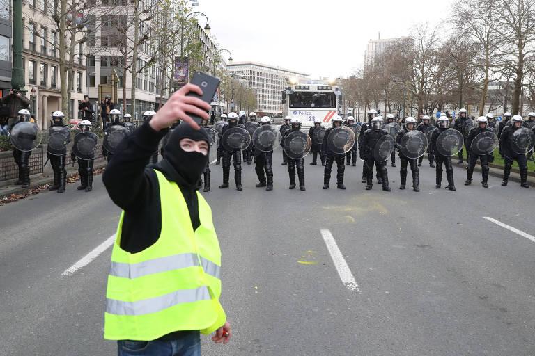 'Coletes amarelos' protestam