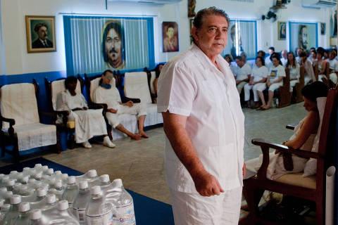 Médium João de Deus se entrega à polícia e é preso em Goiás