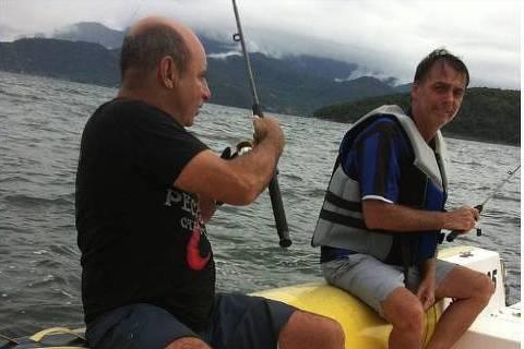 Quebra de sigilo revela 27 depósitos da família Queiroz a Michelle e coloca em dúvida versão de Bolsonaro
