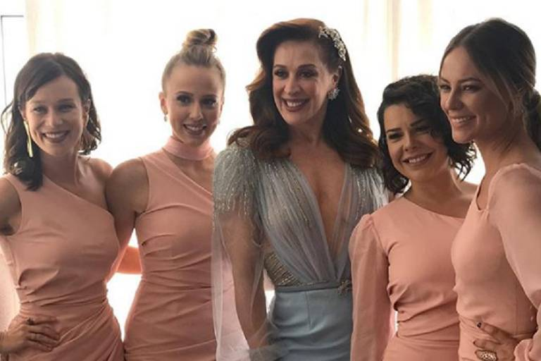 Claudia Raia e sua daminhas de casamento: Mariana Ximenes, Paolla Oliveira, Fernanda Souza e Marcella Rica
