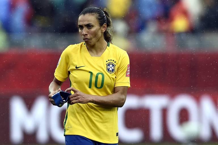 Marta triste após o final da partida contra a Austrália, jogo que eliminou o Brasil da Copa do Mundo de futebol feminino em 2015.