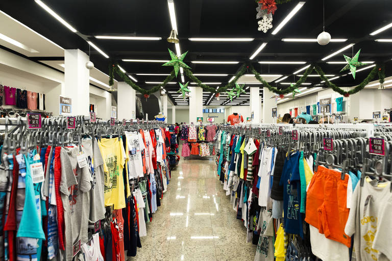 Loja Ascona, no Brás, em São Paulo; comércio tem queda nas vendas e pouca movimentação perto do Natal