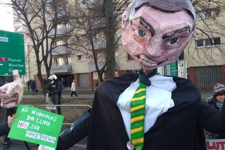 Boneco de Bolsonaro durante manifestação na COP24