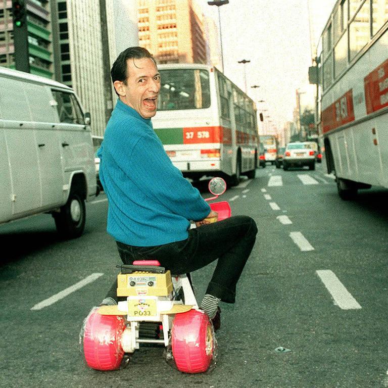 José Simão desafia o trânsito de São Paulo, em 1996