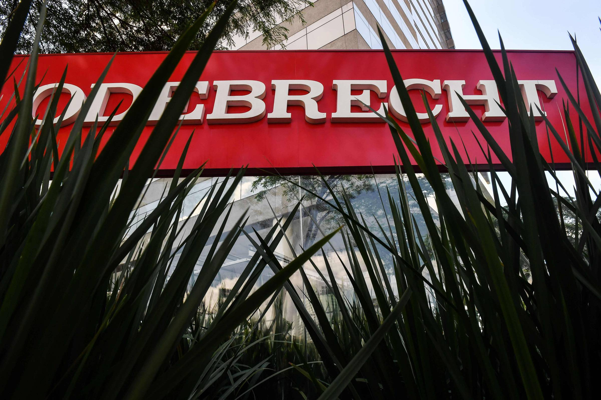 Ministros do TCU avaliam empenhar R$ 1 bi em bens da família Odebrecht