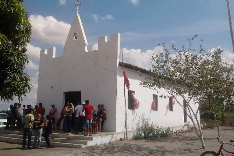 Velório de líderes do MST mortos neste sábado (8), no acampamento Dom José Maria Pires, na Paraíba