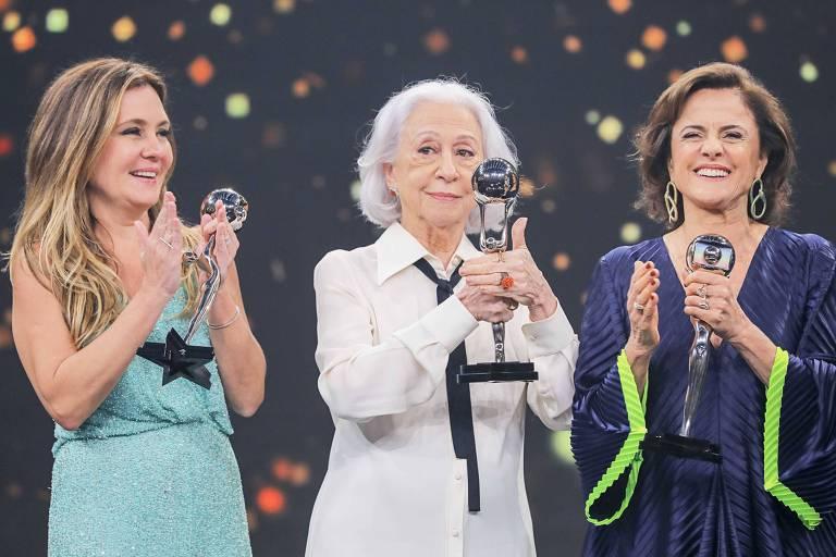 Adriana Esteves, Fernanda Montenegro e Marieta Severo durante premiação Melhores do Ano, no Domingão do Faustão