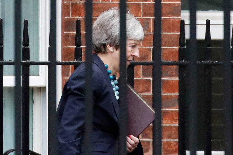 A primeira-ministra britânica Theresa May em Londres nessa terça (11)