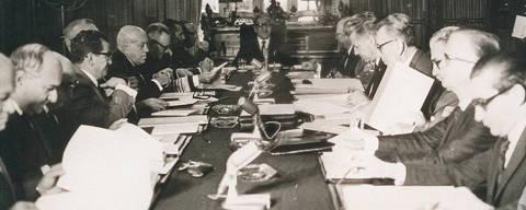 No dia 13 de dezembro de 1968, no Palácio Laranjeiras, é editado pelo então presidente Artur da Costa e Silva o Ato Institucional nº 5. Com o AI-5, o regime militar passava a ter o poder de fechar o Congresso. Credito Arquivo /  Folhapress