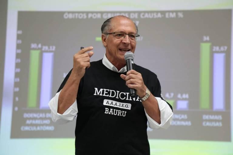 O ex-presidenciável Geraldo Alckmin (PSDB) dá aula de medicina na Uninove, em Bauru (SP)