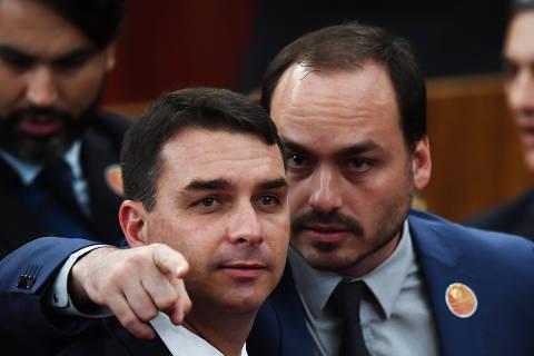 Bolsonaro aparece como 'ex-cônjuge de Ana Cristina' em pedido de quebra de sigilo de Carlos