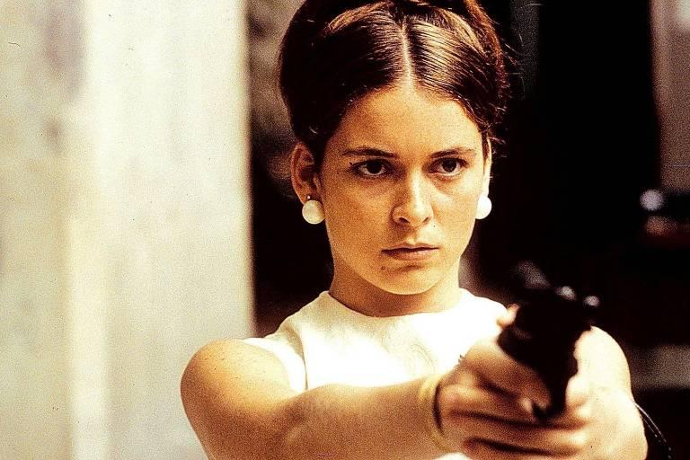 """A atriz Cláudia Abreu em cena do filme """"O Que é Isso Companheiro?"""" (1997) - Foto: Divulgação"""