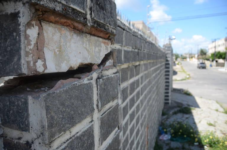 Prédios do bairro do Pinheiro, em Maceió, têm rachaduras após tremor de terra